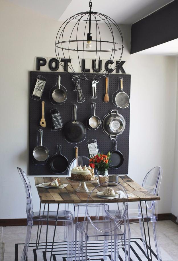 Perforált lemezből fali dekor konyhai eszközökből