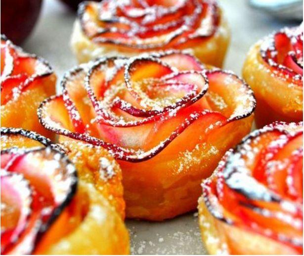 Almából és leveles tésztából készített rózsák