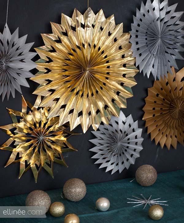 15. Ezek az arany és ezüst papír csillagok nagyszerű ünnepi dekorációként szolgálhatnak