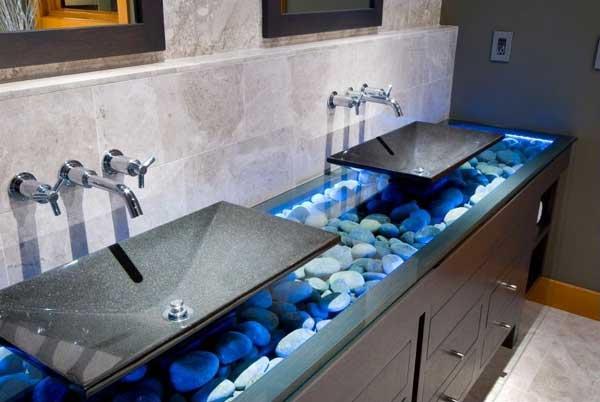 Kövek sem maradhatnak ki a fürdőszobából, éppolyan elválaszthatatlan, mint a víz és a kék szín