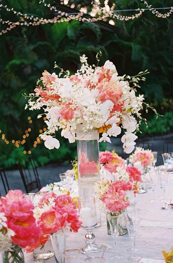 asztal virágokkal