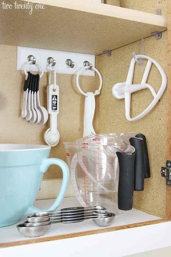 22. Használj néhány akasztót a sütőeszközök tárolásához