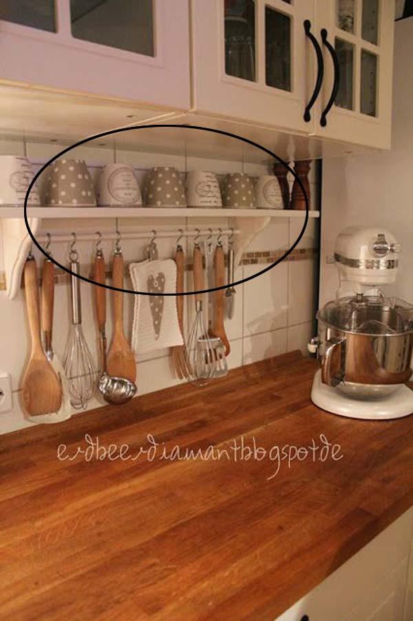 23. Takaríts meg helyet ezzel a polccal és a kis rúddal alatta, ami meg tudja tartani poharakat és főzőeszközöket egyben