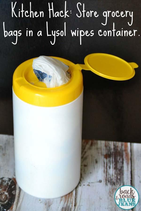 24. A törlőkendő tartó egy tiszta és rendezett módon tudja tárolni a bevásárlási zacskókat