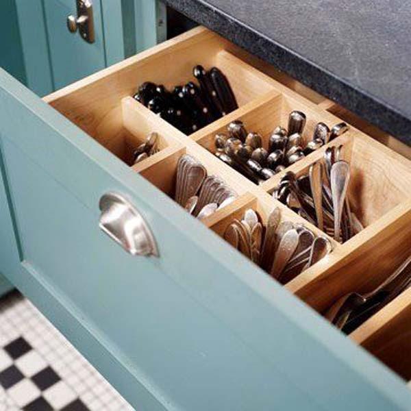 26. Készíts egy mély fiókot az ezüst evőeszközök tárolására