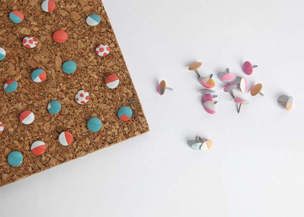 10. DIY Színes rajzszögek