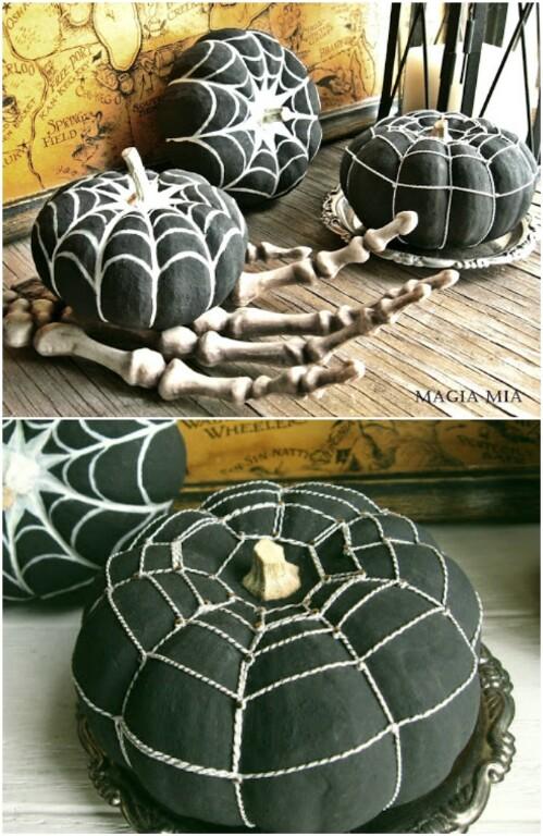 Fekete fehér pókhálós tökök
