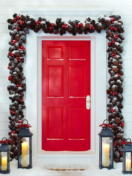 10. Bejárati ajtó koszorúba borulva